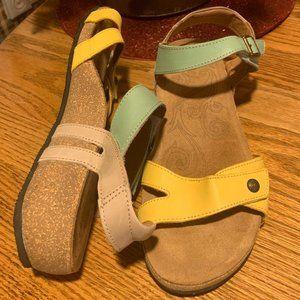 Taos Trulie Lightweight Leather Sandal LIKE NEW 10